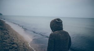 בין לבד לבדידות